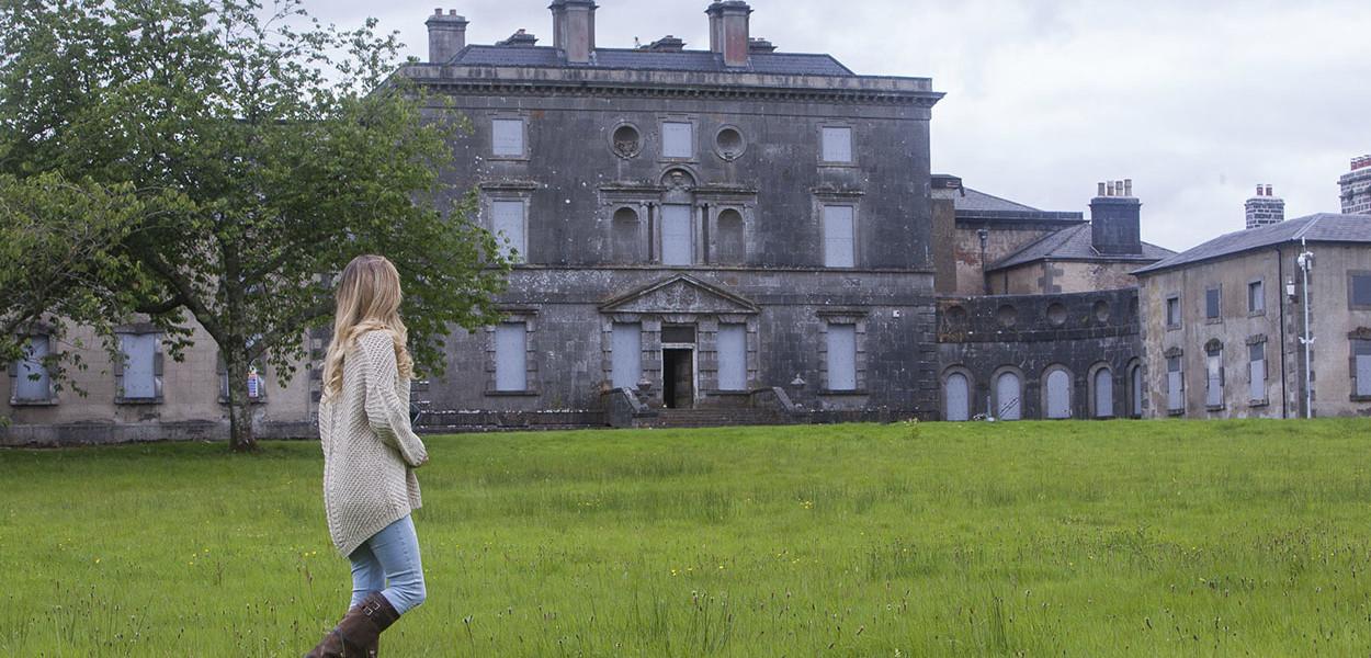 leonie-cornelius-colin-gillen-daylily-hazelwood-house-garden-woodies-4