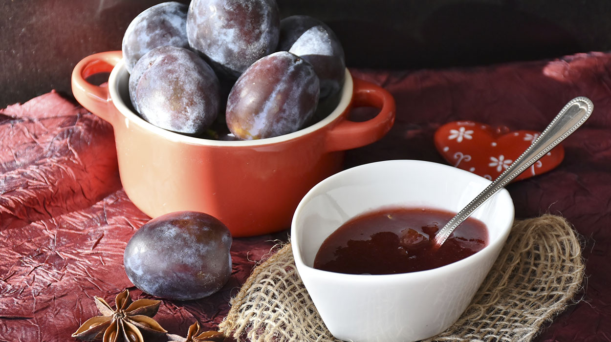leonie-cornelius-garden-food-recipe-plums-giy3
