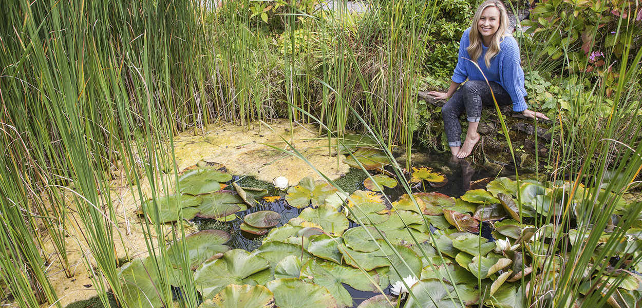 leonie-cornelius-lissadell-house-waterlilies-gardendesign-1