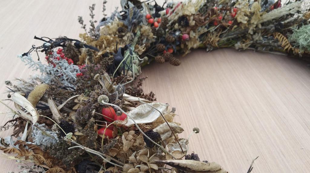 leonie-cornelius-garden-designer-ireland-garden-wreaths-claire-bracken-avoca2